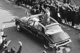 Charles de Gaulle in Citroën DS