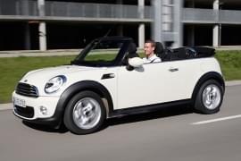 Mini Cabrio von der Seite
