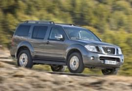 Nissan Pathfinder von vorn