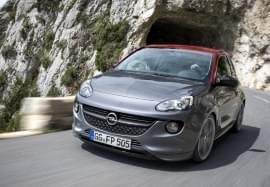 Opel Adam излиза от тунел
