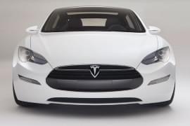 Tesla Model S отпред