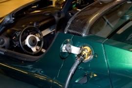 Tesla Roadster кабел за зареждане